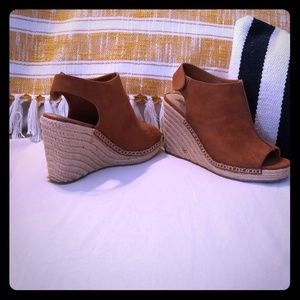 Cognac Seude Wedges